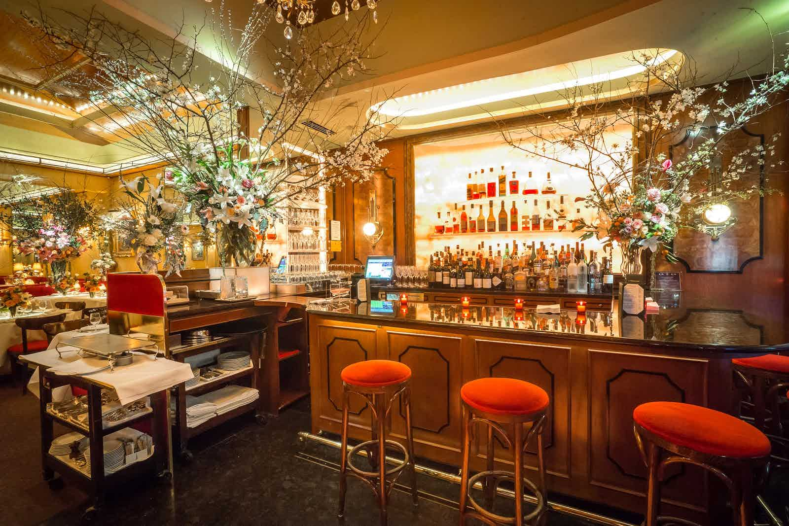 Bar Le French Flair la grenouille - new york   restaurant review - zagat